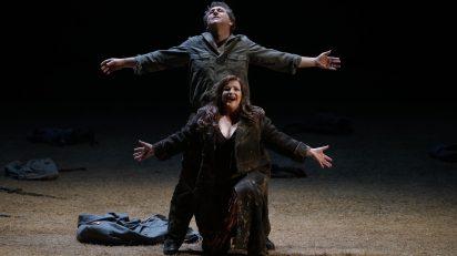 La soprano Ricarda Merbeth (Brünnhilde) y el tenor Andreas Schager (Siegfried). © Javier del Real | Teatro Real.