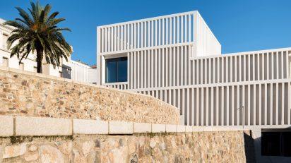 Museo Helga de Alvear. Vista del exterior del edificio. Foto: Amores Pictures.