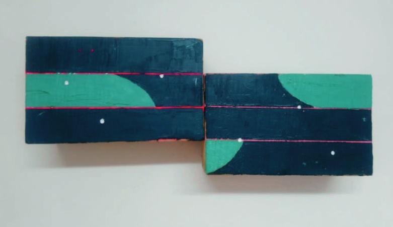 Sergio Femar. Maxi. 50,5 x 20 x 11 cm. Óleo, acrílico, spray y lápiz sobre madera, 2020.