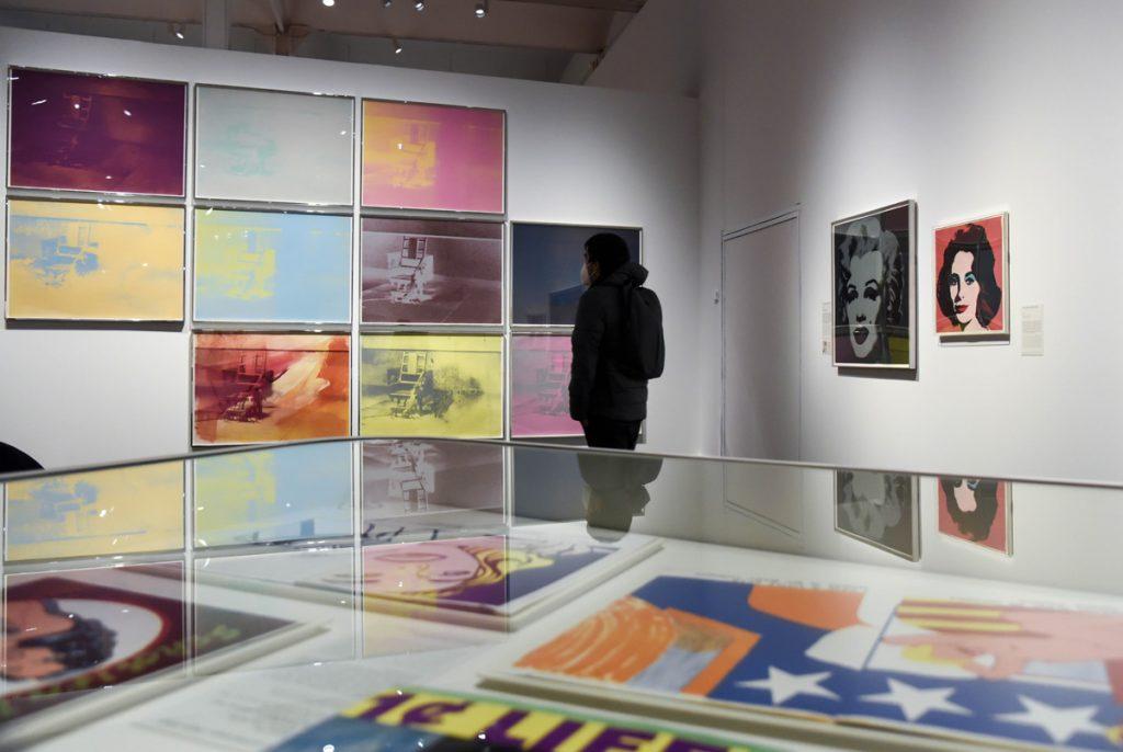 La exposición 'El sueño americano. Del pop a la actualidad' es un recorrido por seis décadas de la historia del grabado en Estados Unidos con artistas como Warhol, Rauschenberg o Lichtenstein.