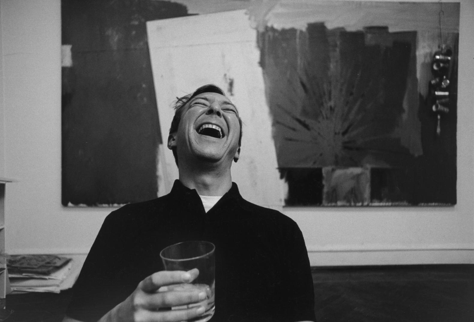 Ugo Mulas, Jasper Johns, New York, 1964. Impresión de gelatina de plata sobre papel baritado. © Ugo Mulas Heirs. All rights reserved.