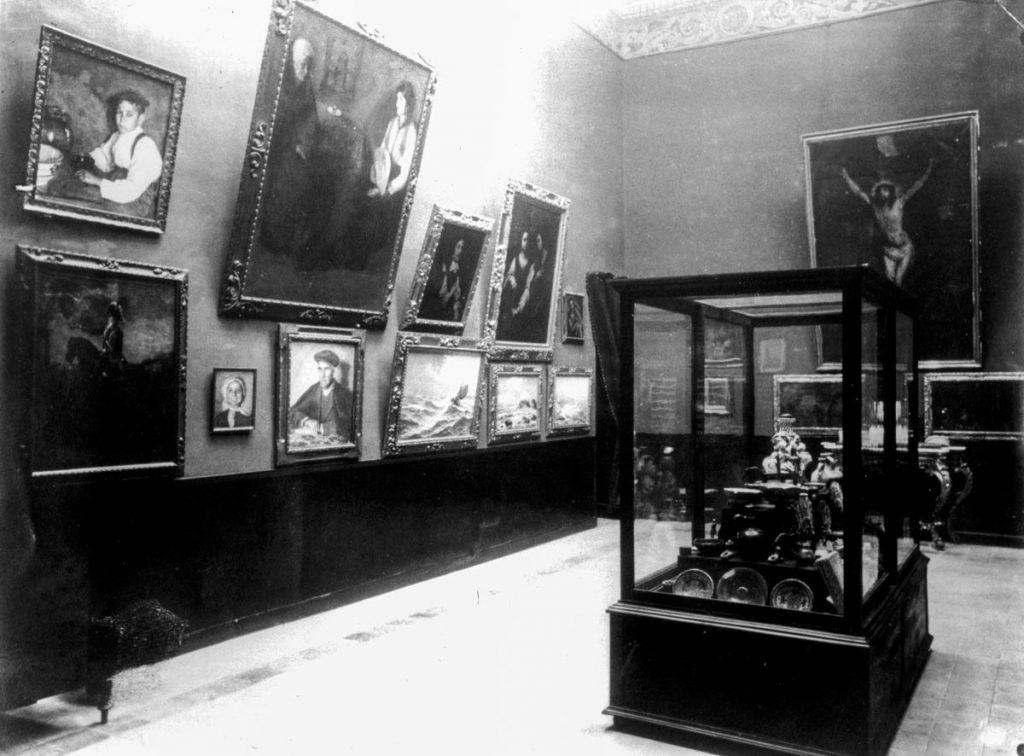 Salas del Museo de Bellas Artes de Huelva en 1921, entre las que se encuentran piezas hoy expuestas.