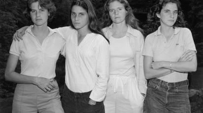 Fundación MAPFRE Collection. © Nicholas Nixon. Las hermanas Brown, 1975. Plata en gelatina.