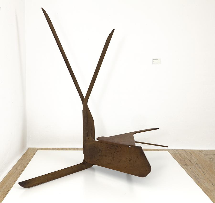 Pablo Palazuelo, Proyecto para un monumento II, 1977. Acero cortén.
