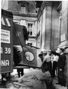 Descarga del ábside de Santa María de Àneu en el Mas Descals de Darnius, 1937. Archivo del IEC. Ayuntamiento de Girona-CRDI (Fondo Joan Subías i Galter)