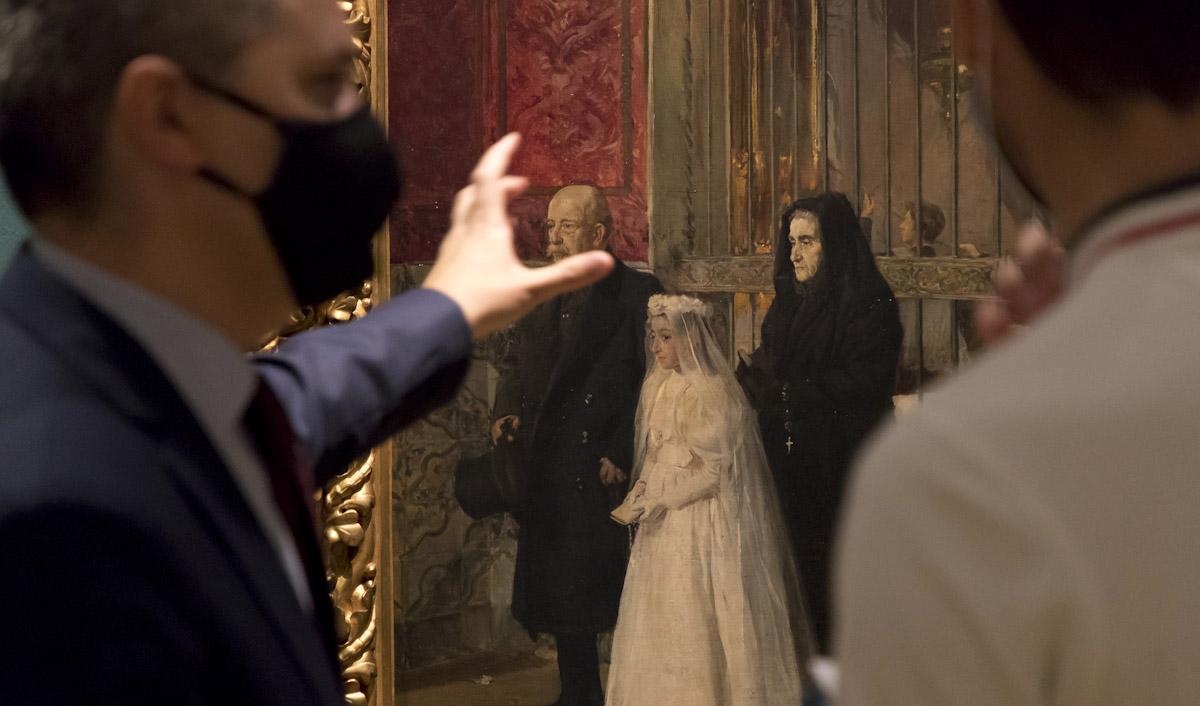 Luis Alberto Pérez Velarde muestra la exposición 'Sorolla. Tormento y devoción'. © Luis Domingo.