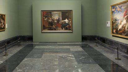 Imagen de 'Las hilanderas' con el panel de enmascaramiento abierto. © Museo Nacional del Prado.