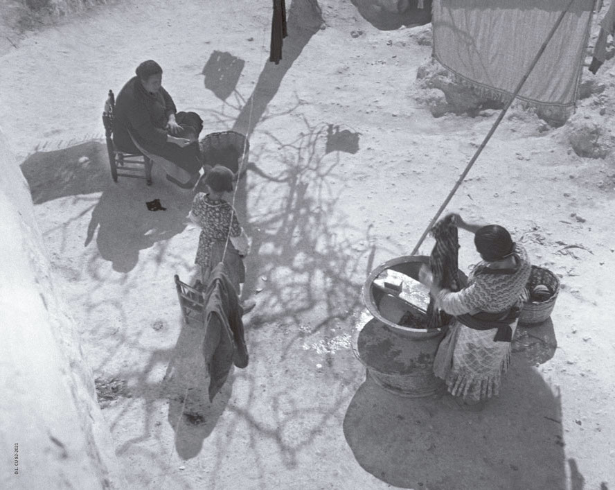 1935, Cuevas de Paterna, Valencia. Foto © Pierre Verger. Archivo Fundação Pierre Verger.