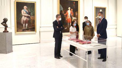 El Rey visita las nuevas salas y la exposición '2328 reales de vellón. Goya y los orígenes de la Colección Banco de España'. © Casa de S.M. el Rey.